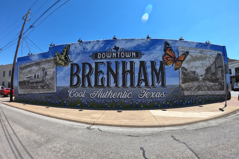 Downtown Brenham mural created by Anat Ronen.