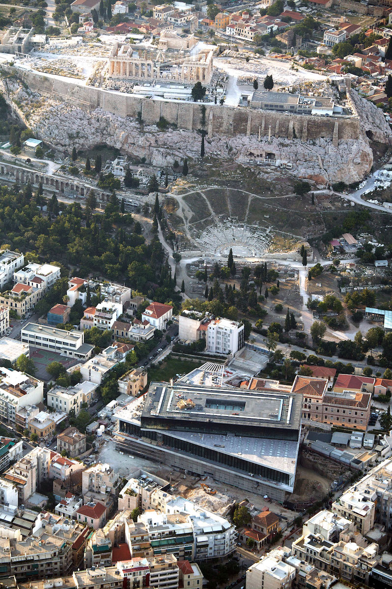 Aerial view during the Acropolis Museum construction period.