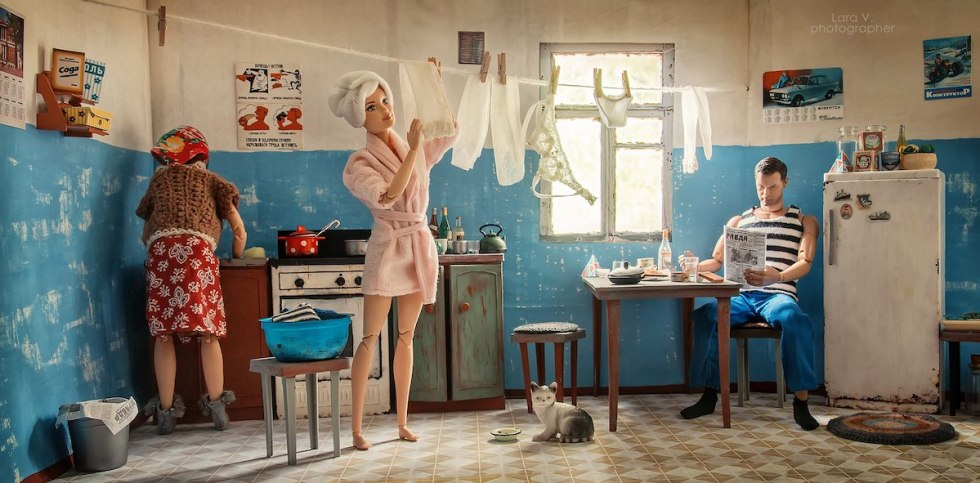 A miniature diorama depicting Barbie and Ken as Soviet civilians living in the USSR, created by Lara Vychuzhanina