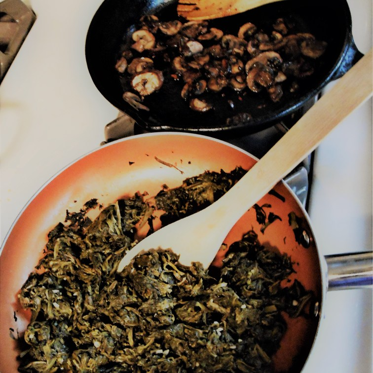 spinach, mushrooms, healthy eating