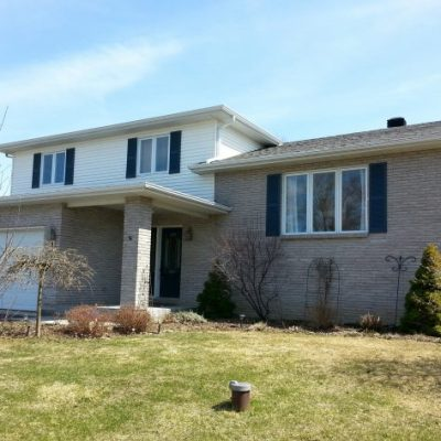 Exterior Upgrades: Increasing the Curb Appeal of An Outdated 90's Split-level