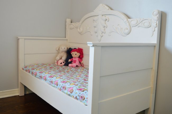 DIY toddler daybed made from an antique 3/4 daybed
