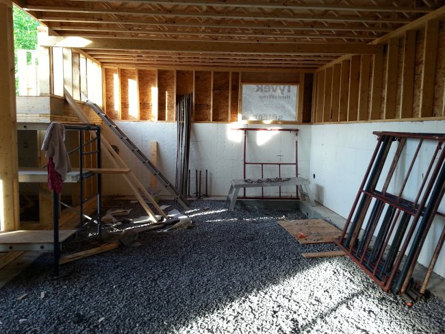 Basement knee wall framing