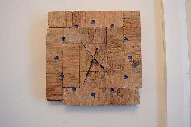 DIY Barnboard clock with chalk dust epoxy resin