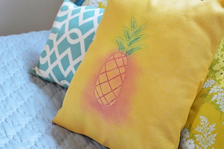 DIY-watercolor-pineapple-pillow-cover