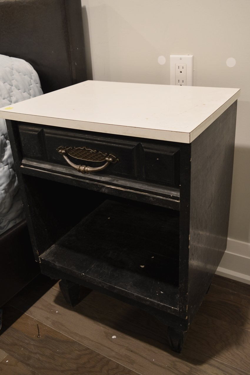 yardsale bedside table makeover