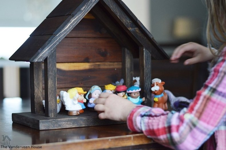 DIY wood nativity for willow tree figurines