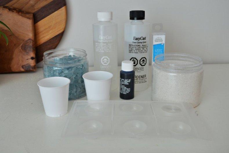 diy sparkly blue epoxy resin magnet