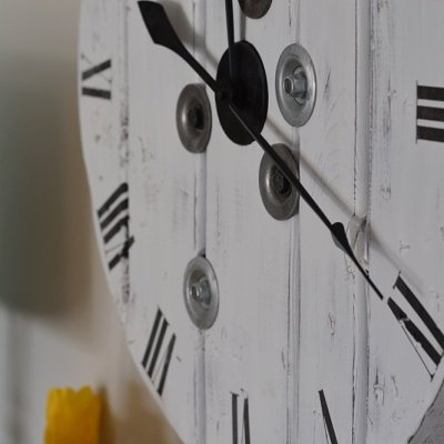 How to make a DIY farmhouse clock