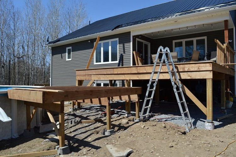 How to frame a two tiered deck
