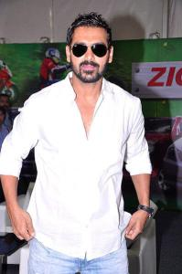 Top 8 Male Indian Celebrities who Turned Vegan in Hindi,8 Vegan Indian Male Celebrities in Hindi
