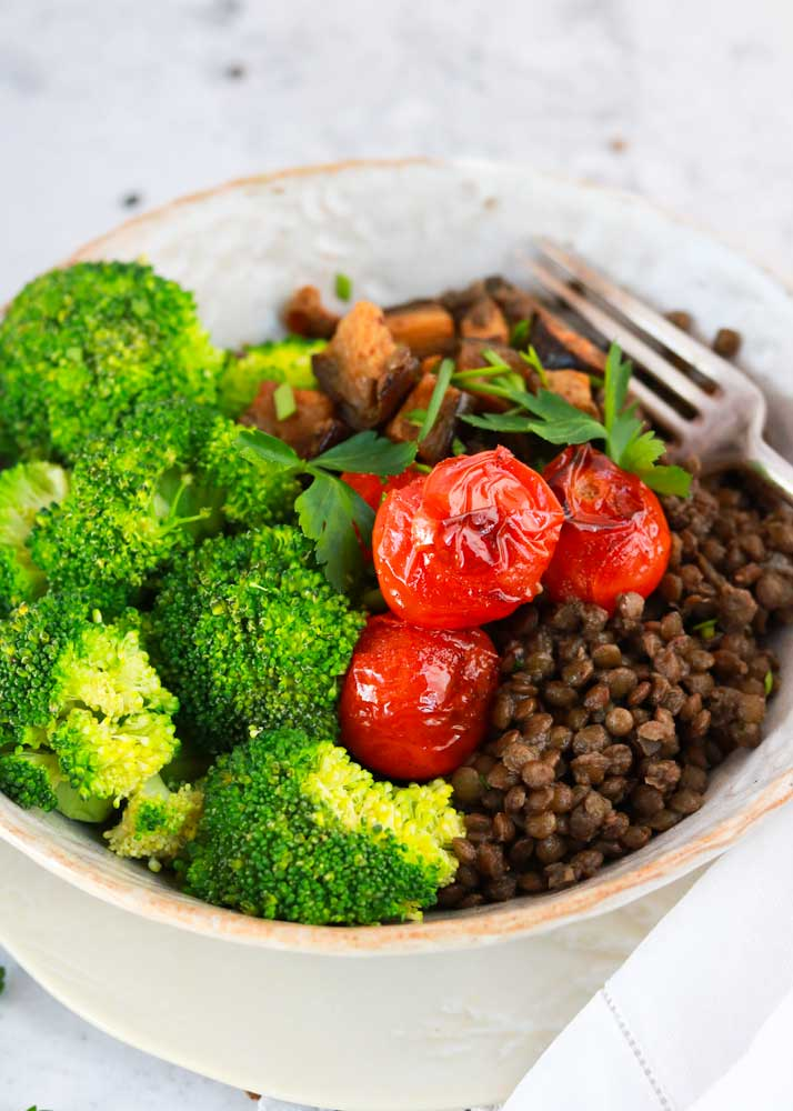 How to Build a Mediterranean Lentil Bowl with grilled tomatoes and broccoli
