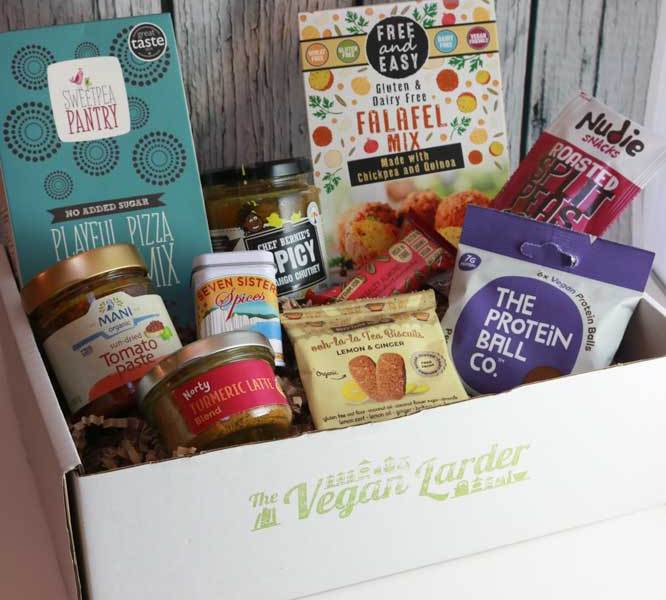 The February 2019 box with all it's contents