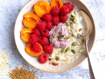 Vanessa's Breakfast Bowl with fruits and coconut yoghurt