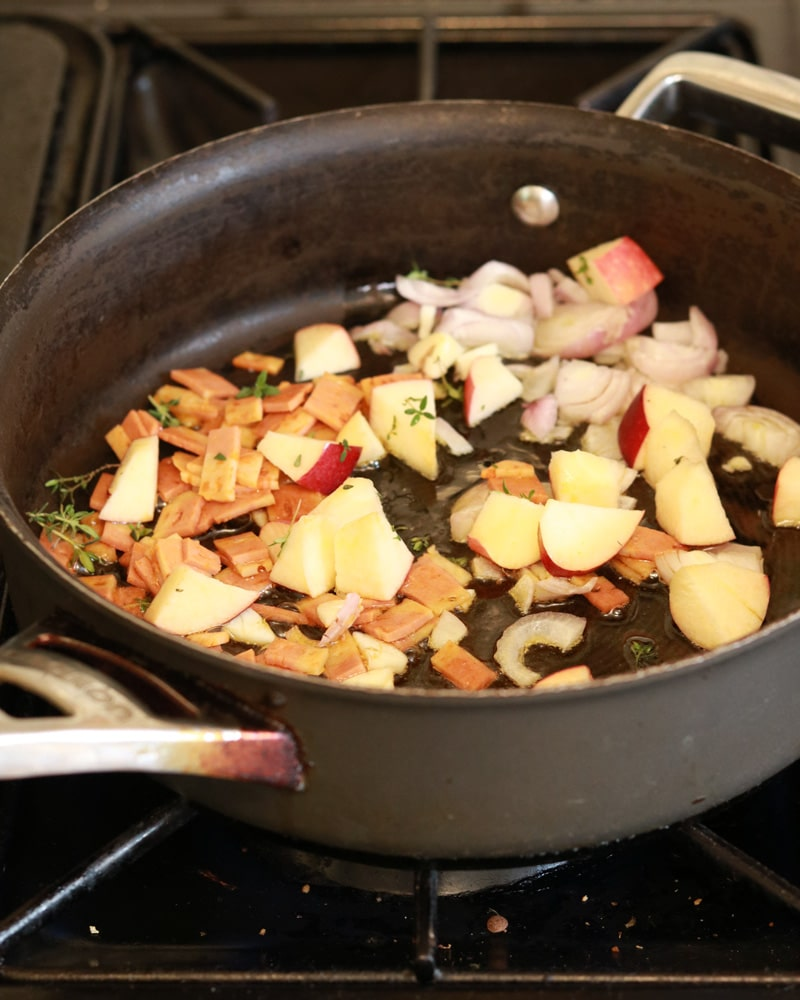 Omelette filling in the pan: Apple, Onion, Vegan bacon & thyme