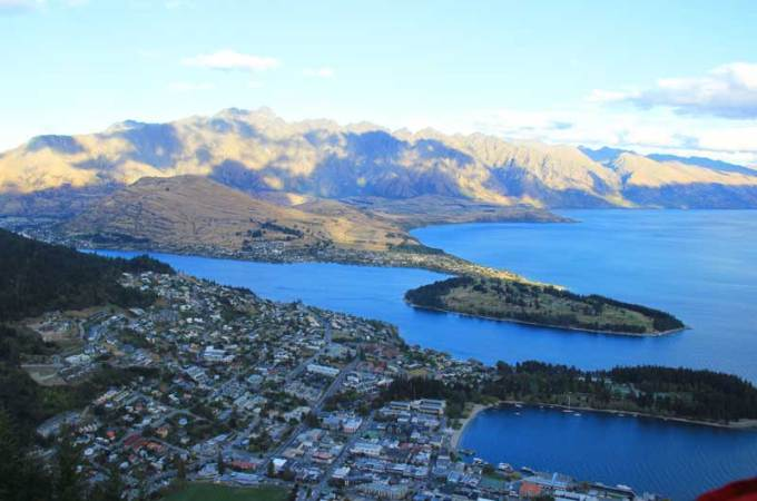 Lake Wakatipu | Queenstown | Driving around the south island of New Zealand