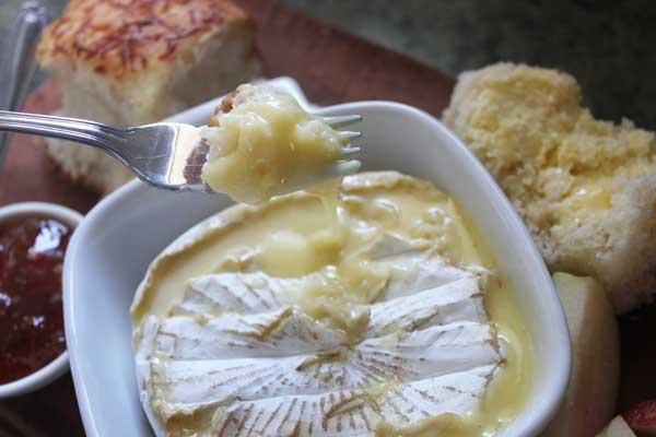 garlic-baked-brie-dip