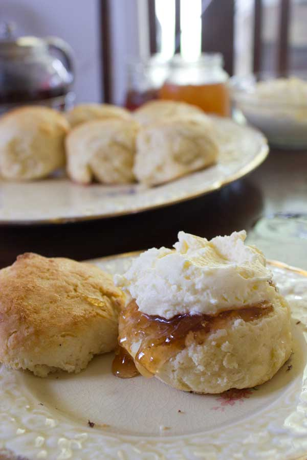 pear-jam-scones-closeup