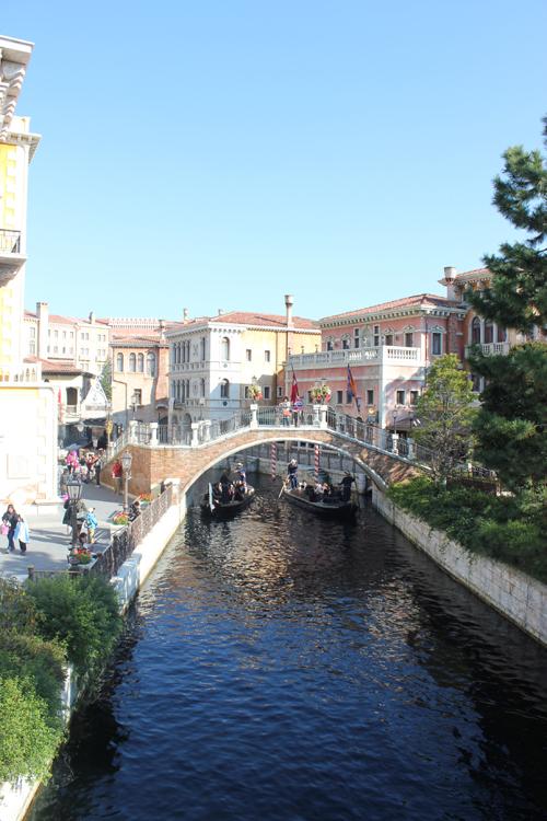 disney sea gondolas