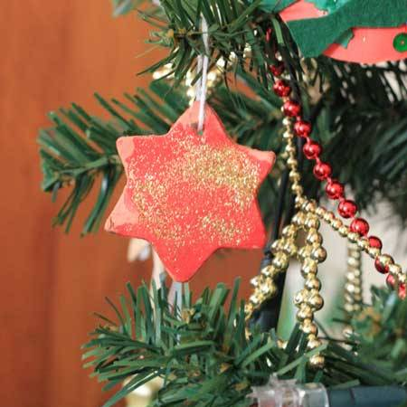 Christmas activities for toddlers: Terracotta tree decorations | Veggie mama