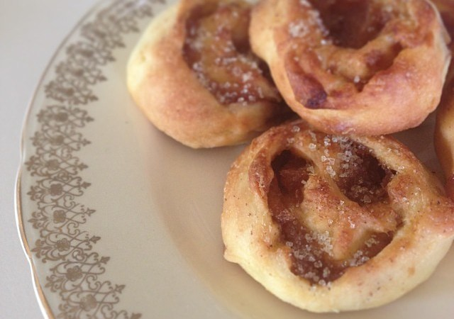 Caramelised Apple and Cinnamon scrolls