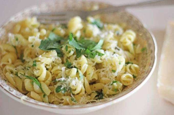 The Quick Lunch: Pasta Aglio e Olio