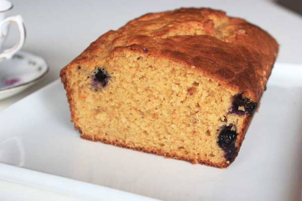 Ingredients you already have make this fabulous tea cake, party cake, picnic cake, or awesome school lunchbox treat | Veggie Mama