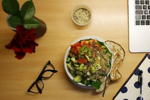 Easy quinoa spinach salad