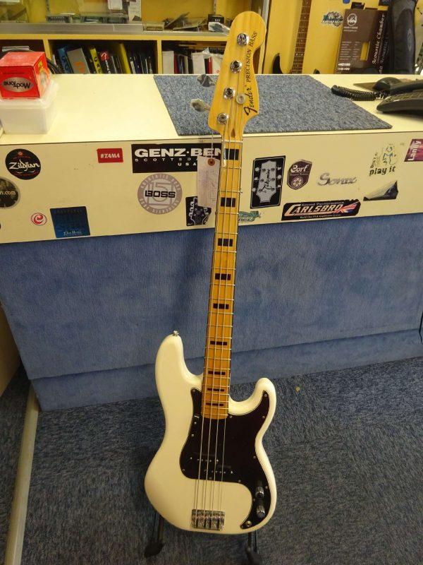 Fender bass precision