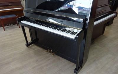 Piano droit PÉTROF P118