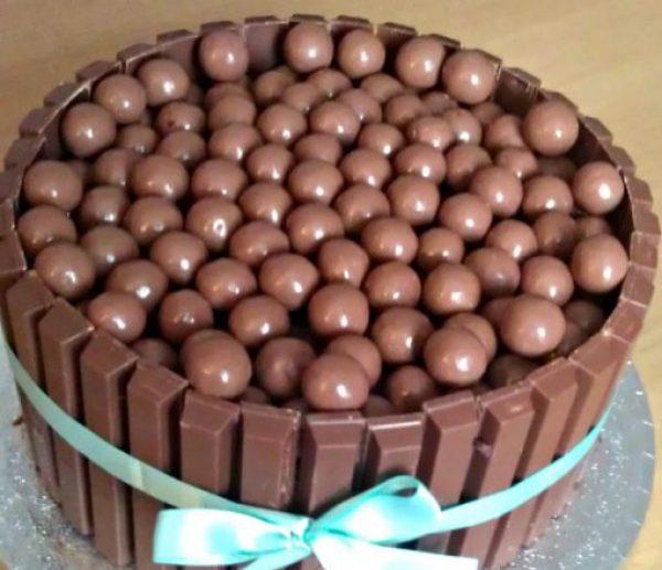 KitKat and Maltesers cake