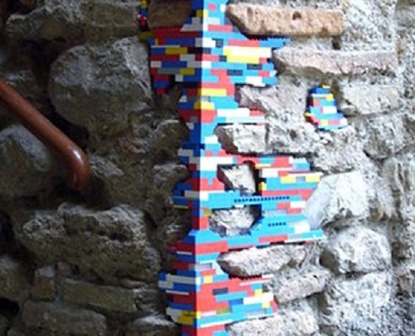 Ten Great Examples of Lego Wall Repairs to Make Any Builder Smile