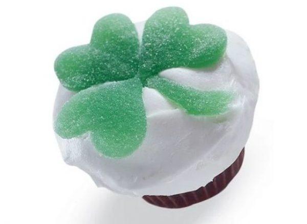 Fondant Shamrock Cupcakes
