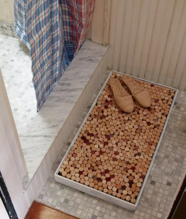 Bath mat made from old Corks