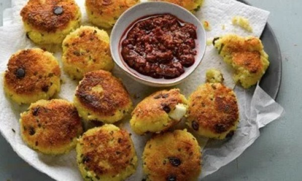 Crisp couscous and saffron cakes