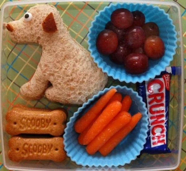 Lunch box that has a dog theme