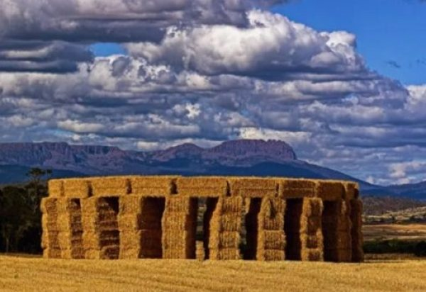 hayhenge Stonehenge replica