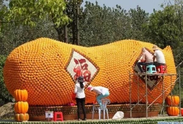 Peanut Art installation made of pumpkins