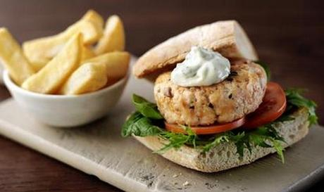 Salmon burgers with basil and lime mayonnaise