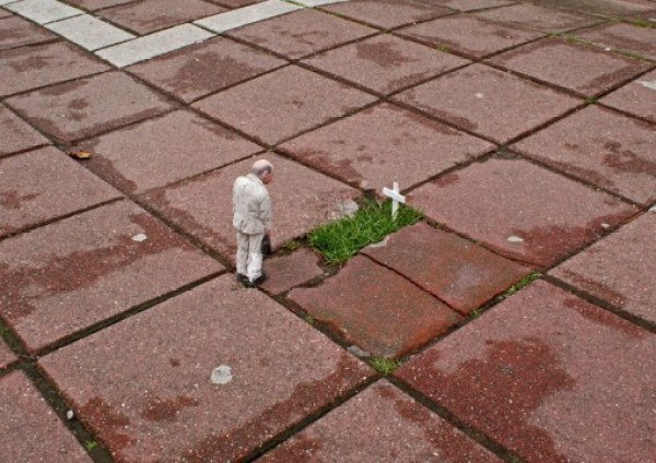 Top 10 Provocative Tiny Cement Sculptures