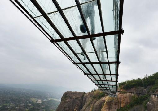 Top 10 Crazy & Unusual Footbridges