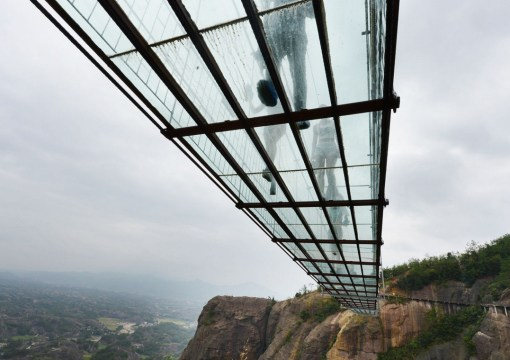 Top 10 Crazy & Unusual Footbridges