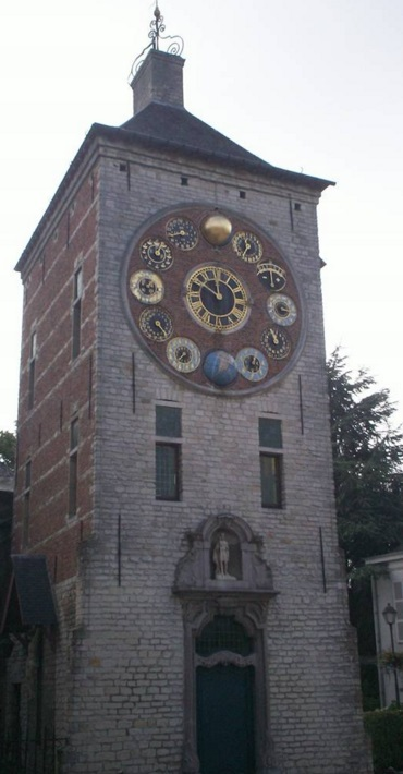 Top 10 Crazy And Unusual Clock Towers