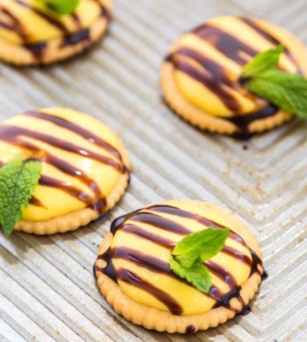 Mango & Chocolate Ritz Bites
