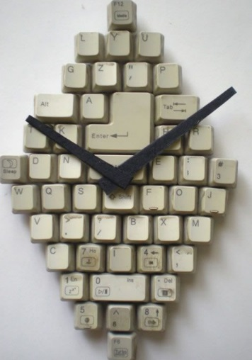 Computer Keyboard Keys Transformed Into a Clock