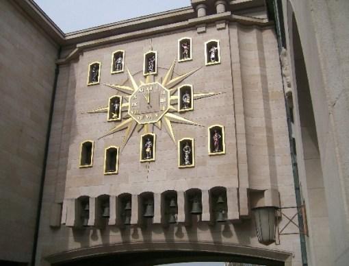 Clock Carillon du Mont, Palace of Dynasty