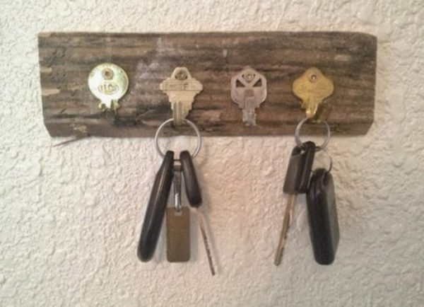 Old Keys Transformed Into a Key Hanger