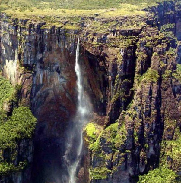 Olo'upena Falls, USA