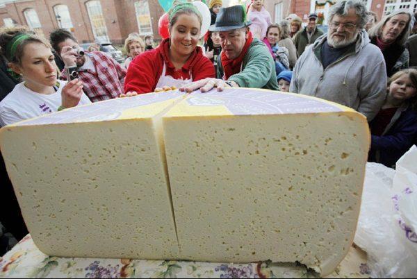 1,100 lb Cheese
