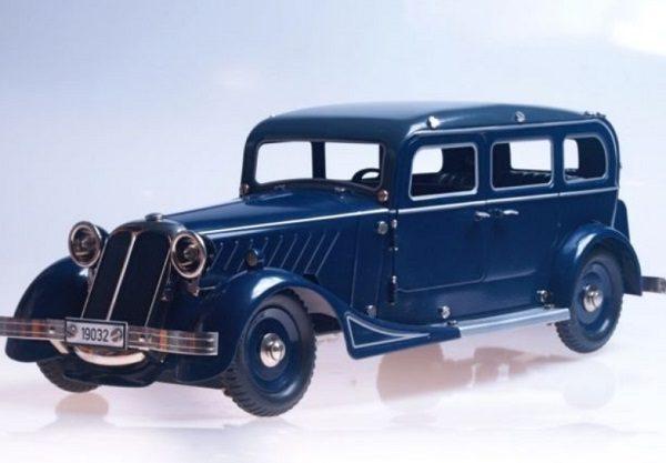 Tinplate limousine by Marklin, German